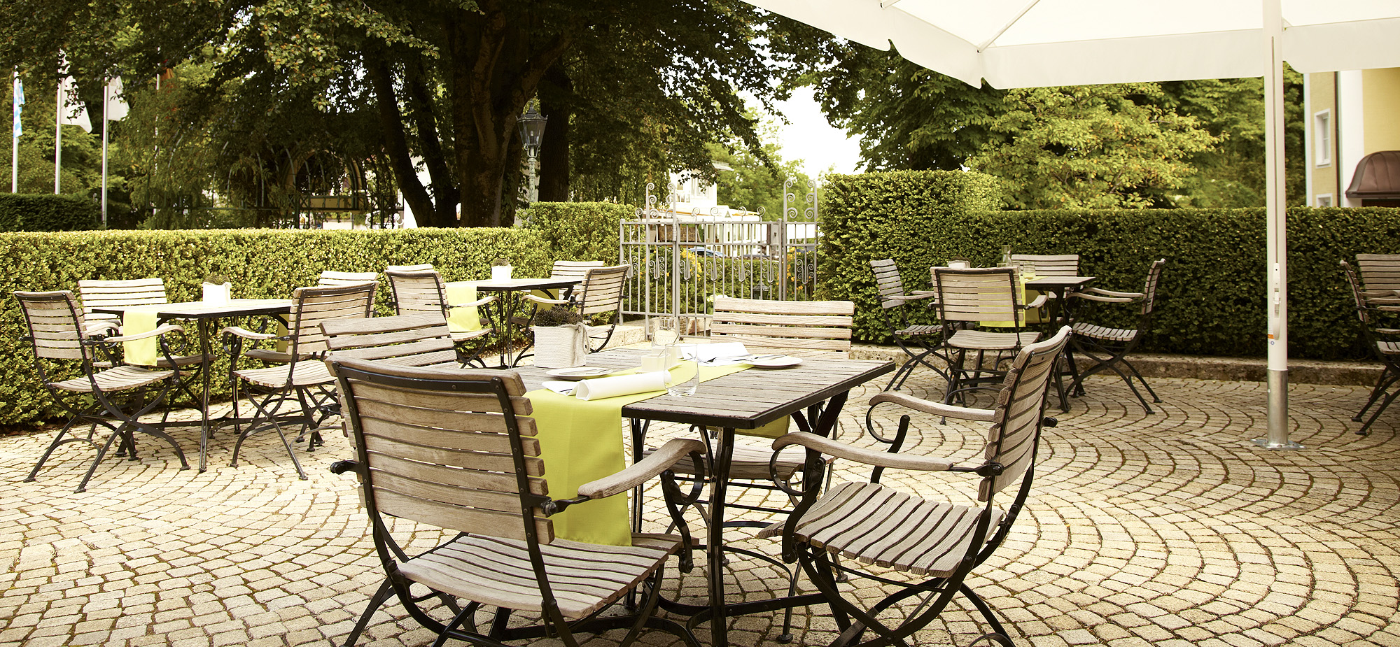 slider_2000x925_home_aussen_terrasse